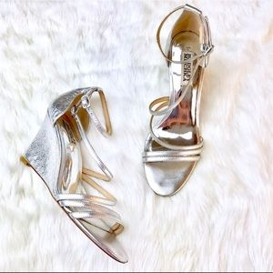 Carnation wedge in silver